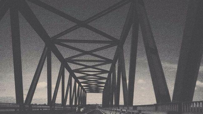 Riotiete Ponte Streat Black Blackandwhite Vscocam IPhoneography First Eyeem Photo