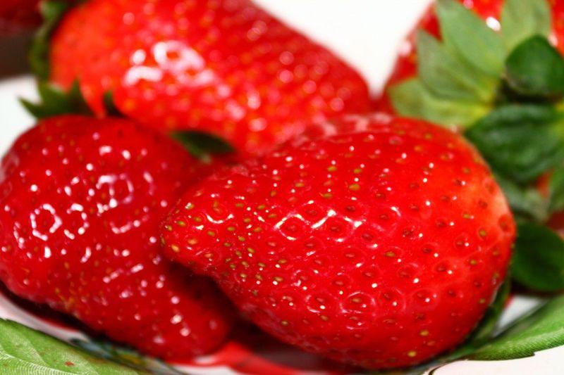 Лето, тепло, клубника 😀 Red🍓 Strawberry Close-up Food Fruit Food And Drink Sweet Food Dessert Freshness Healthy Eating No People Plate Indoors  Ready-to-eat Day Ням-ням Ням ням ням ;) лето вкусняшки