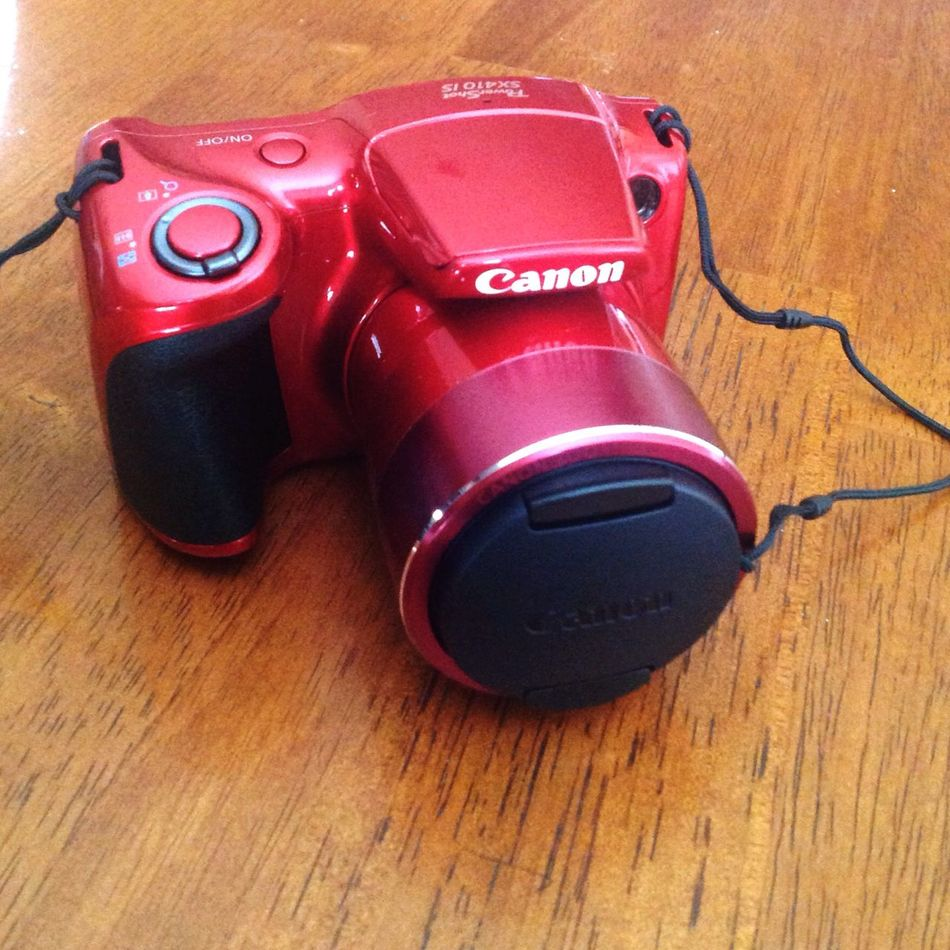 This little gem just came in the mail 😀 nothing fancy, it's no DSLR, but so far I am loving it. Going down to Mexico in June and I needed a camera and this one is perfect. Canon Canonpowershot Canonsx410