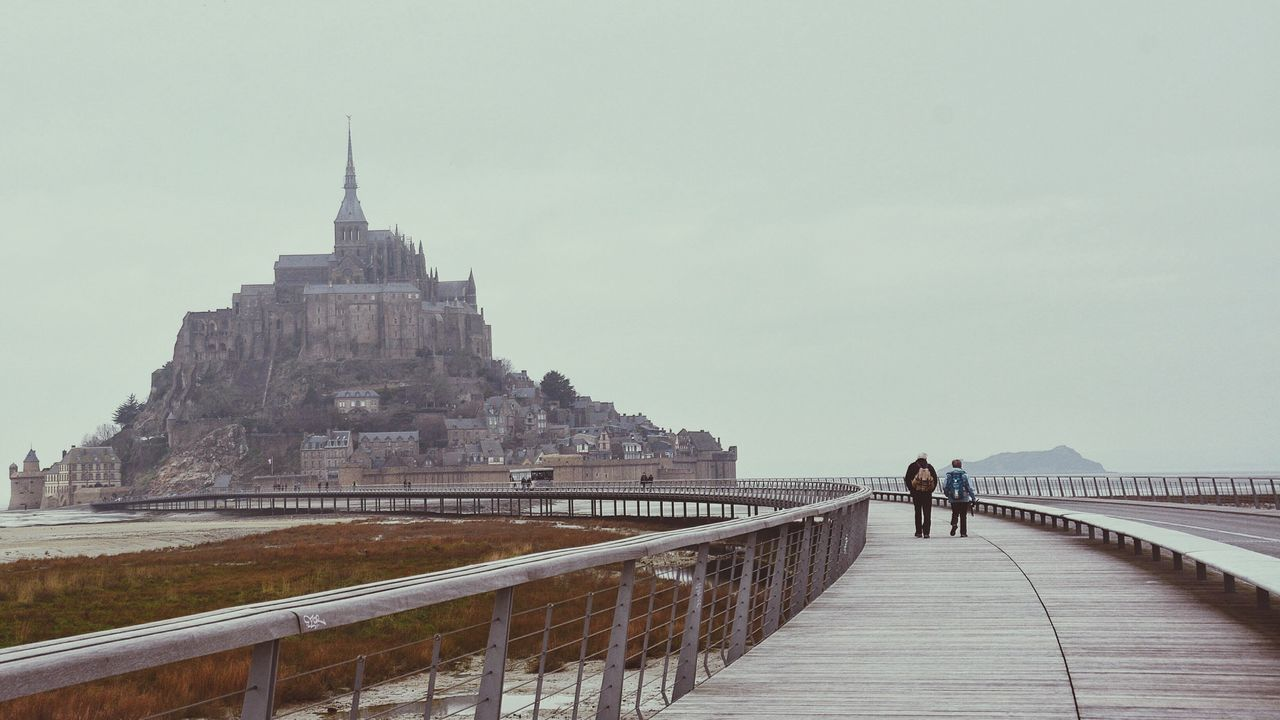 It's good to be with you, it's good to share time, experiences, share the same love, it's good to share happines. The Tourist Couples Couples Traveling Duces Duo Together Walking Pilgrimage Pilgramers Outdoors Activities Normandie Bretagne Bretagnetourisme Bridge Low Tide Mont Saint-Michel Showcase: February On The Way