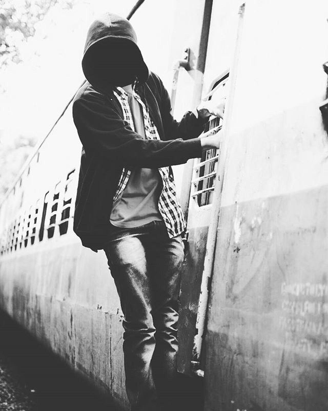 Phoneonly Vscocam Thatfacelessfeel Train Blackandwhite Bnw Urban