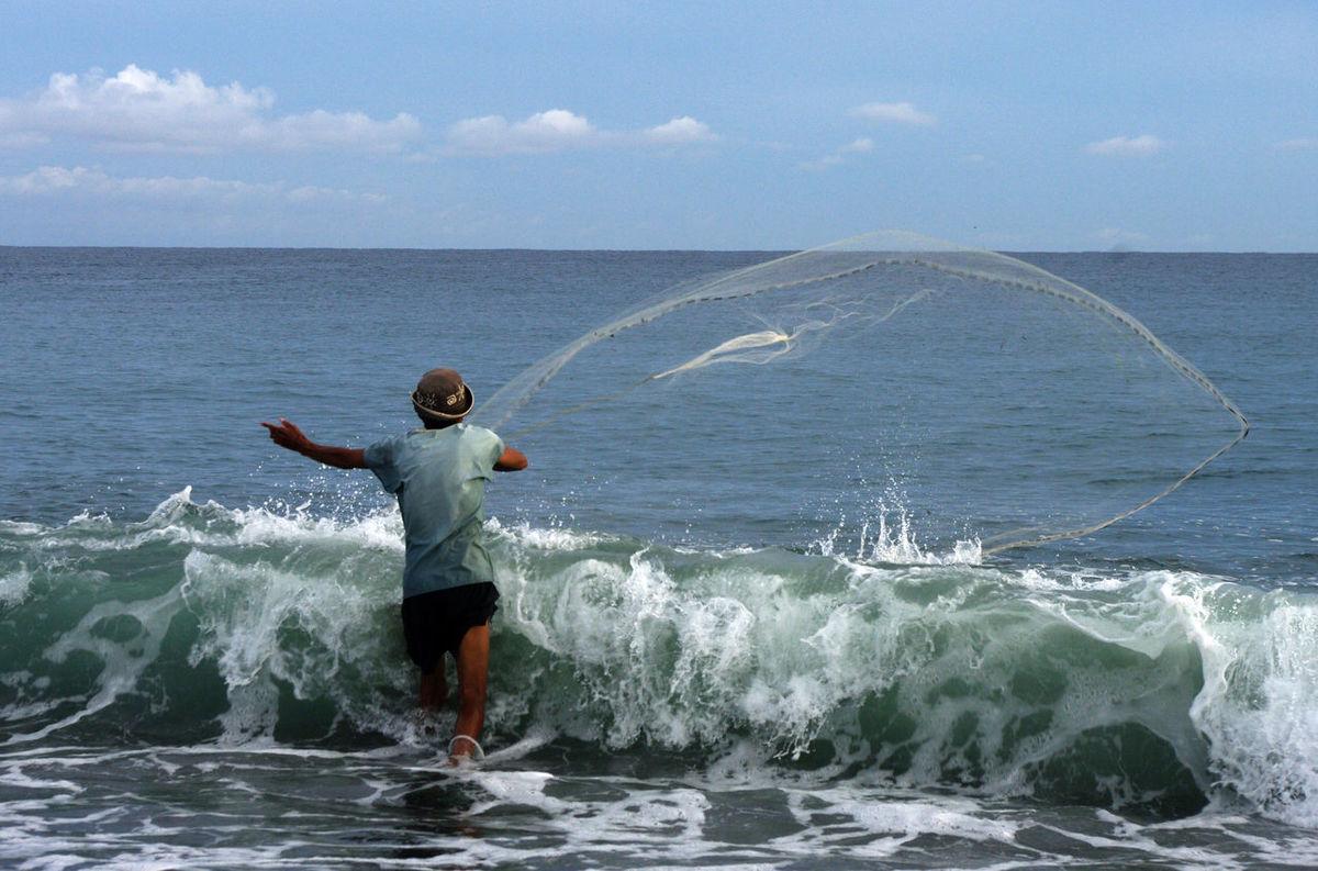 Beach Fisherman Fishermanslife Fishnet Horizon Over Water Joel Yonzon Motion Ocean Outdoors Rippled Sea Sea And Sky Seascape Shore Splashing Water Waterfront Wave Wave