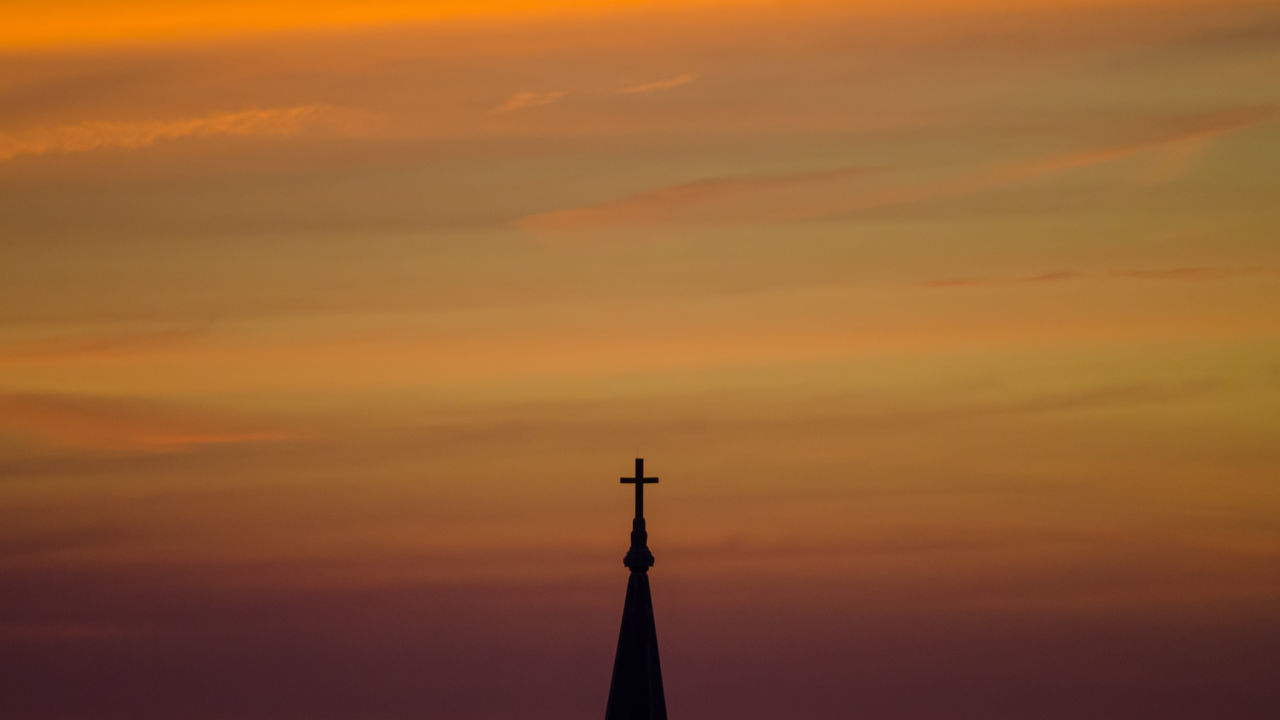 silky clouds, sunset, the church, if you love this moment, capture this moment Amazing Amazing View Beauty In Nature Capture The Moment Chicago Cloud - Sky Cloudscape Colorful Dramatic Sky Enjoying Life Majestic Moody Sky Nature Orange Color Scenics Silky Clouds Sky Summer Sunset Taking Photos Tranquility Showcase July 43 Golden Moments Adapted To The City