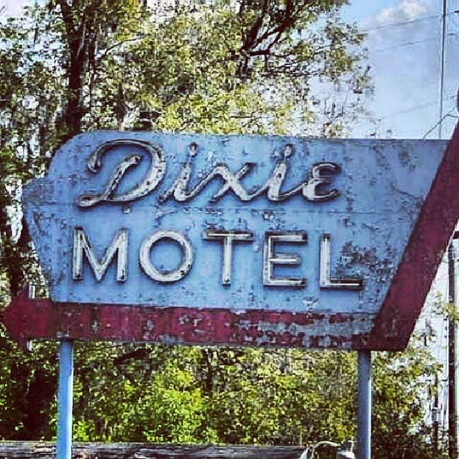 Dixie Motel - Hillyard Florida Signswitharrows Motelsigns Signstalkers Signgeeks signporn vintageneon vintagesigns rsa_vintage royalsnappingartists rsa_ladies savethesigns endangeredsigns