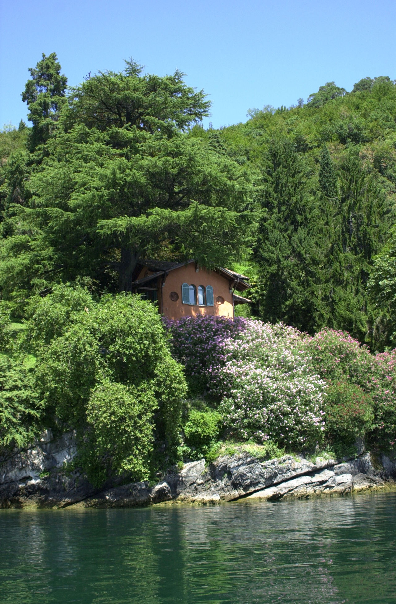 Lake Como Cottage Architecture Beauty In Nature Built Structure Day Green Color House On The Hill House On The Lake House On The Rock House On The Water Lake Como Italy Lake Cottage Nature No People Outdoors Sky Tree Water