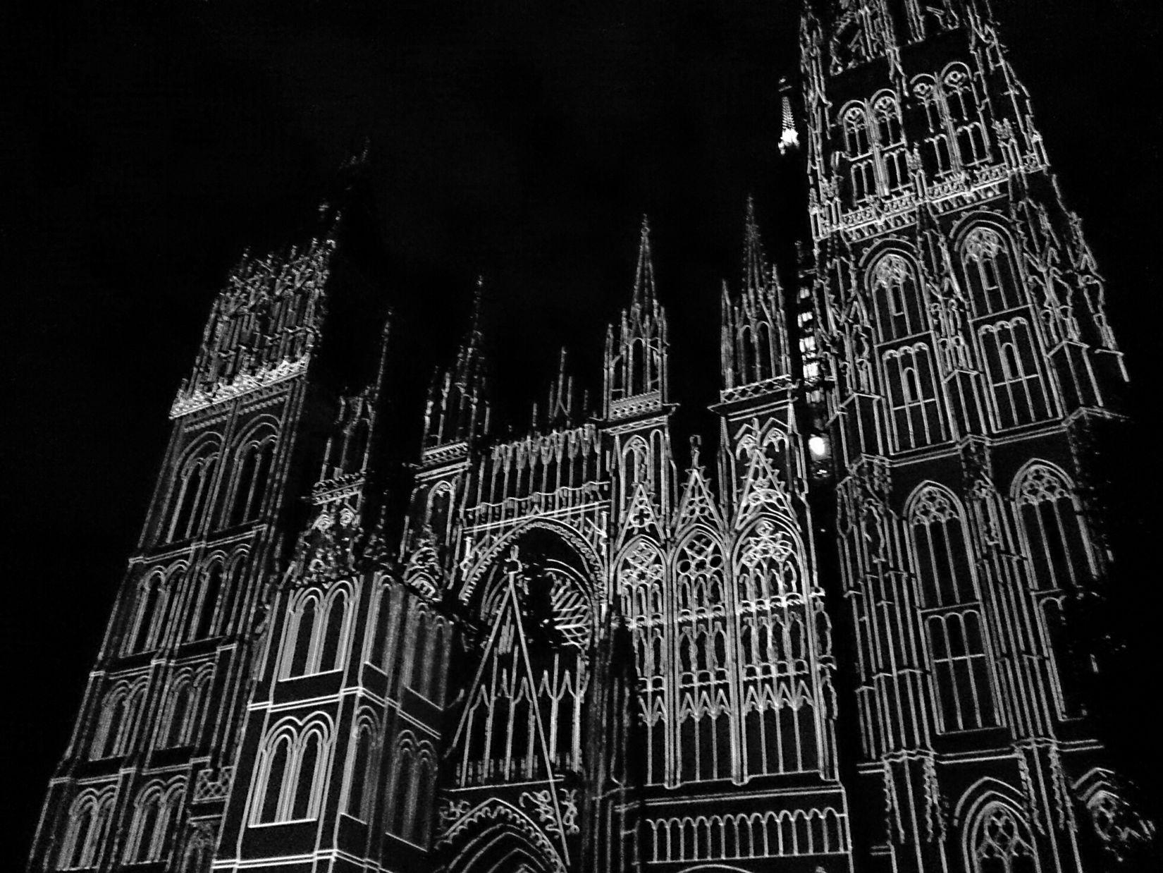 Cathédrale de Lumière, tous les soirs à la tombée de la nuit, jusqu'au 29 septembre 2013 Son Et Lumière Night Shot Sony Xperia Z Bnw