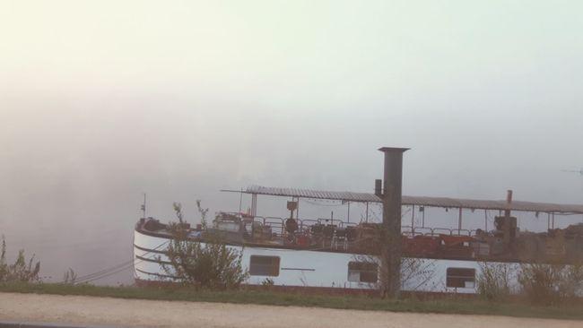 Fog Foggy Morning Along The River Barge Barge Boat House Eye4photography  EyeEm Gallery EyeEm Nature Lover EyeEm Best Shots Street PhotographyOn The Way To Work Conflans-Sainte-Honorine Yvelines France Streetphotography