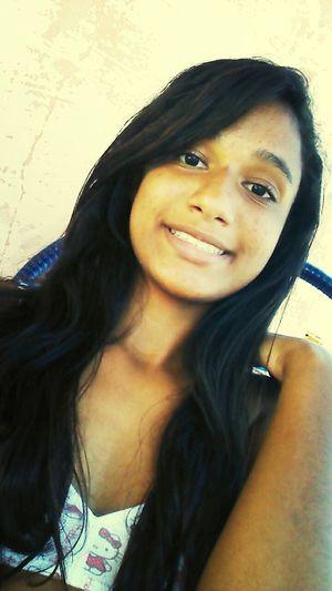 Ela é uma mulher menina q precisa urgentimente ser mais forte ela quer alguem que leia seu sorriso antes de olhar o seu decote...