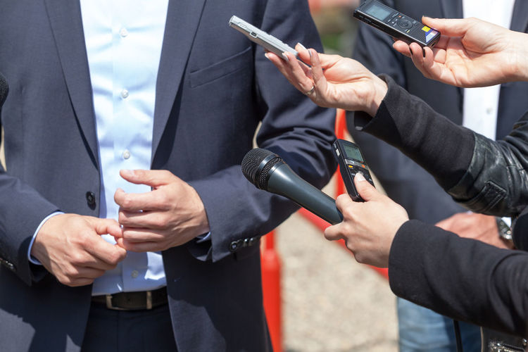 Journalists making media interview with businessman or politician Gesturing Reporter Business Interview Journalist Press Answering Asking Businessman Businessperson Comment Conference Gesture Hand Information Media Microphone News People Politician Question Report ınterview