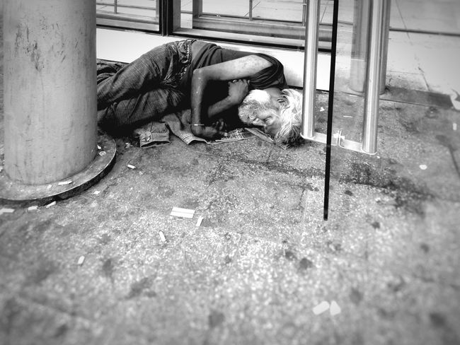 No change during holidays time for some people... Streetphotography Streetphoto_bw