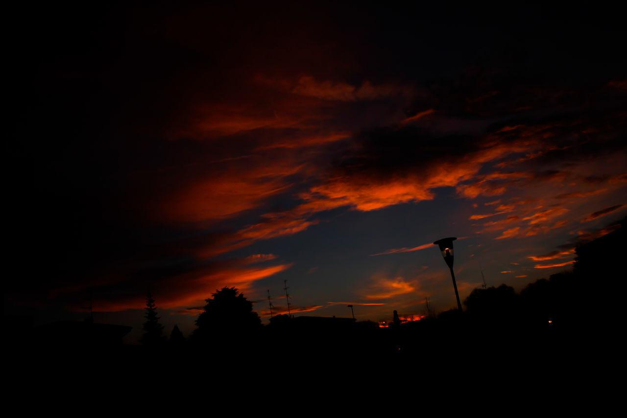 Fantastic Sunset! Atmosphere Atmospheric Mood Cloud Cloud - Sky Cloudscape Cloudy Dramatic Sky Majestic Orange Color Outdoors Sky Sun Sunset