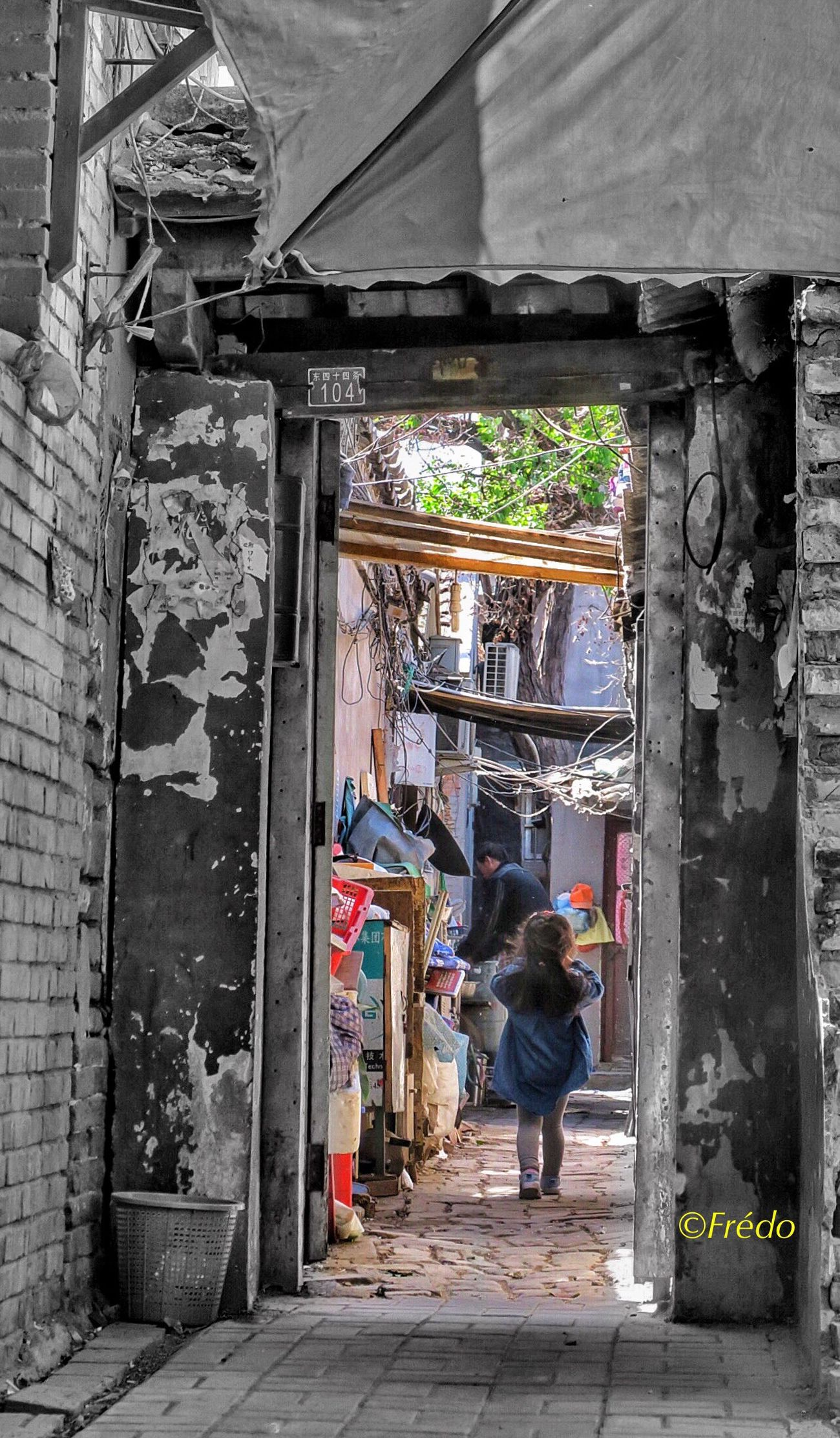 La petite fille du hutong One Person Built Structure Architecture Day Hutong Street Hutong Life Hutong Old Town Old Buildings Street Photo Photooftheday Street Beijing BEIJING北京CHINA中国BEAUTY Eyeemphotography Street Photos😄📷🏫⛪🚒🚐🚲⚠ Eyem Gallery EyeEm Best Shots BEIJING 北京 Rear View Eye4photography Colorful Photo Beijing Scenes Back From School Kid Girl