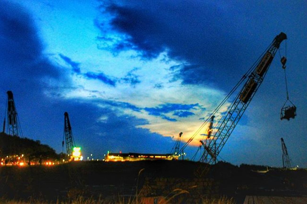 sunset when the sky turned blue !!! Unggah bersama @geonusantara Geo011600669 Geo0068uber Lokasi:sentul,jabar Keluarga Geonusantara Geojabodetabek _____________________________ Blue Bluesky Construction Phonegraphy Phonegrapher Photography Photographer Truck Trucks Landscape Landscapestyles_gf Land Landscape_captures Landscape_lovers Landscaping Sunshining Amazingview всоснах Birdssinging Ig_countryside Lovelynatureshots natureaddictsun bns_india ig_landscapes