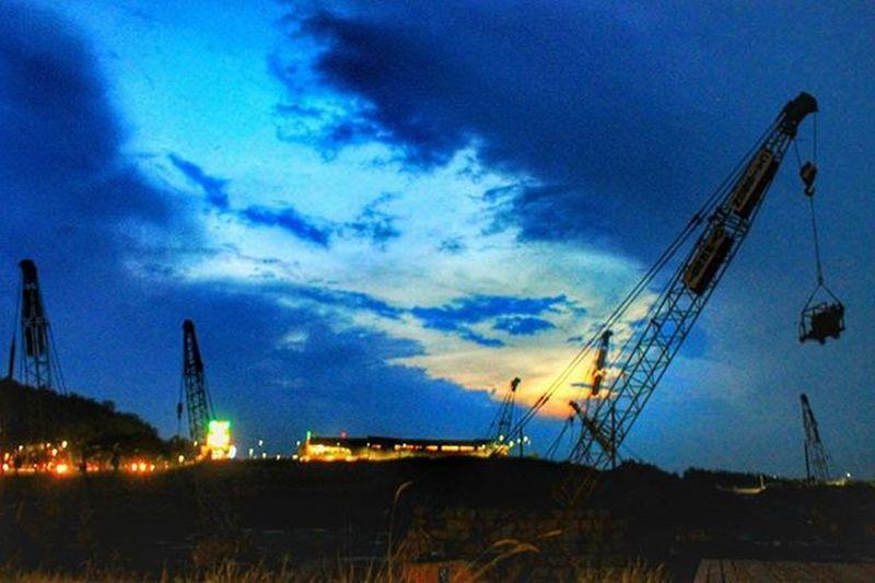 sunset when the sky turned blue !!! Unggah bersama @geonusantara Geo011600669 Geo0068uber Lokasi:sentul,jabar Keluarga Geonusantara Geojabodetabek _____________________________ Blue Bluesky Construction Phonegraphy Phonegrapher Photography Photographer Truck Trucks Landscape Landscapestyles_gf Land Landscape_captures Landscape_lovers Landscaping Sunshining Amazingview всоснах Birdssinging Ig_countryside Lovelynatureshots natureaddictsun bns_india ig_landscapes