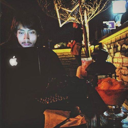Late. MacBook Apple Appleinc Laptop Twostories Picture Canoneos Canon Black