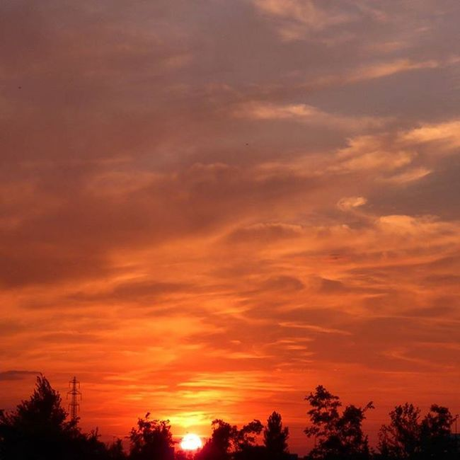 El Sol se despide por hoy. Skylovers Nubesdehoy Igerszgz Igersaragon clouds sunset instazgz