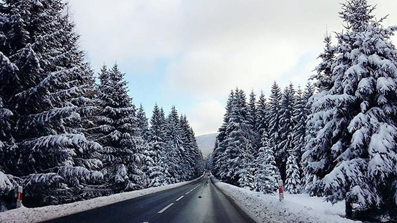 Winter Trip Travel Discover  Explore Snow Frost Mountain Trees Clouds Cloudporn Road Driving Beautiful Nature World View Road Driving Landscape Sudety Gory Wycieczka Happytime ❄ ☁
