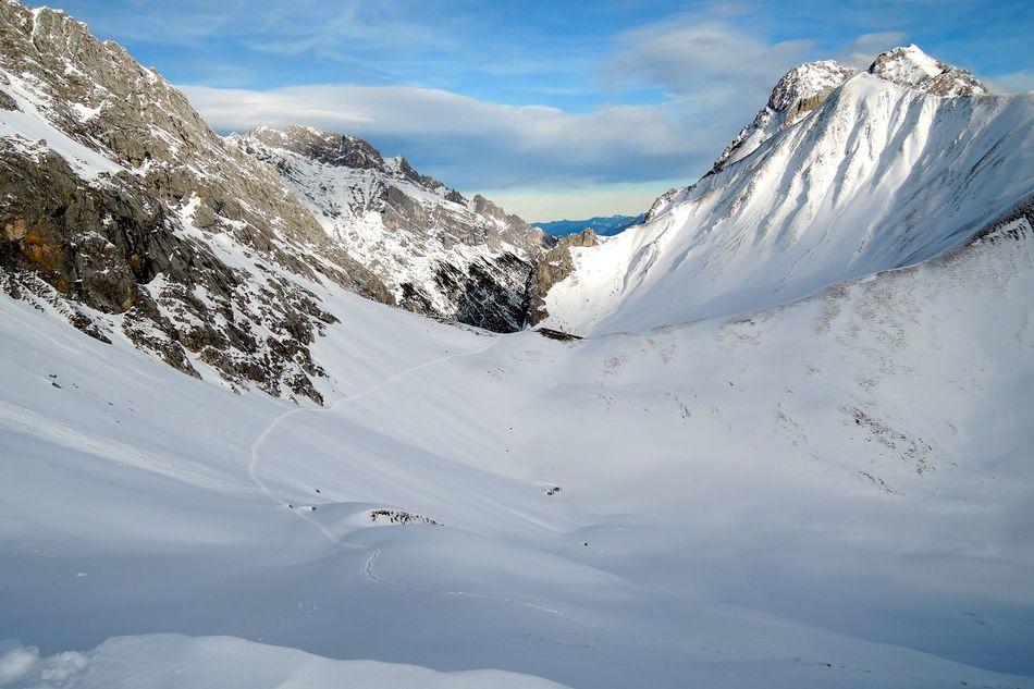 Blick von den Gatterlköpfen ins Kar Beauty In Nature Cloud - Sky Cold Temperature Gatterlköpfe Idyllic Mountain Range Snow Snow Covered Snowcapped Snowcapped Mountain Tranquil Scene Tranquility Winter