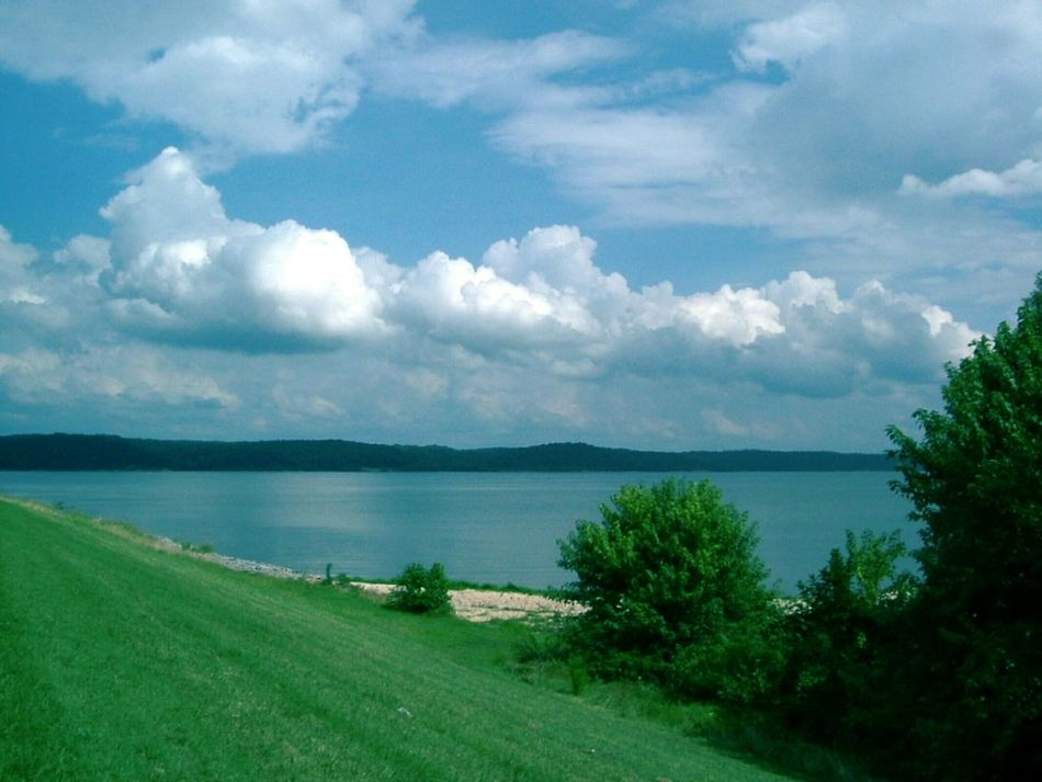 Countryside Lake Landscape Serene Nature Natural Beauty Grass Bluesky Rolling Hill Summertime
