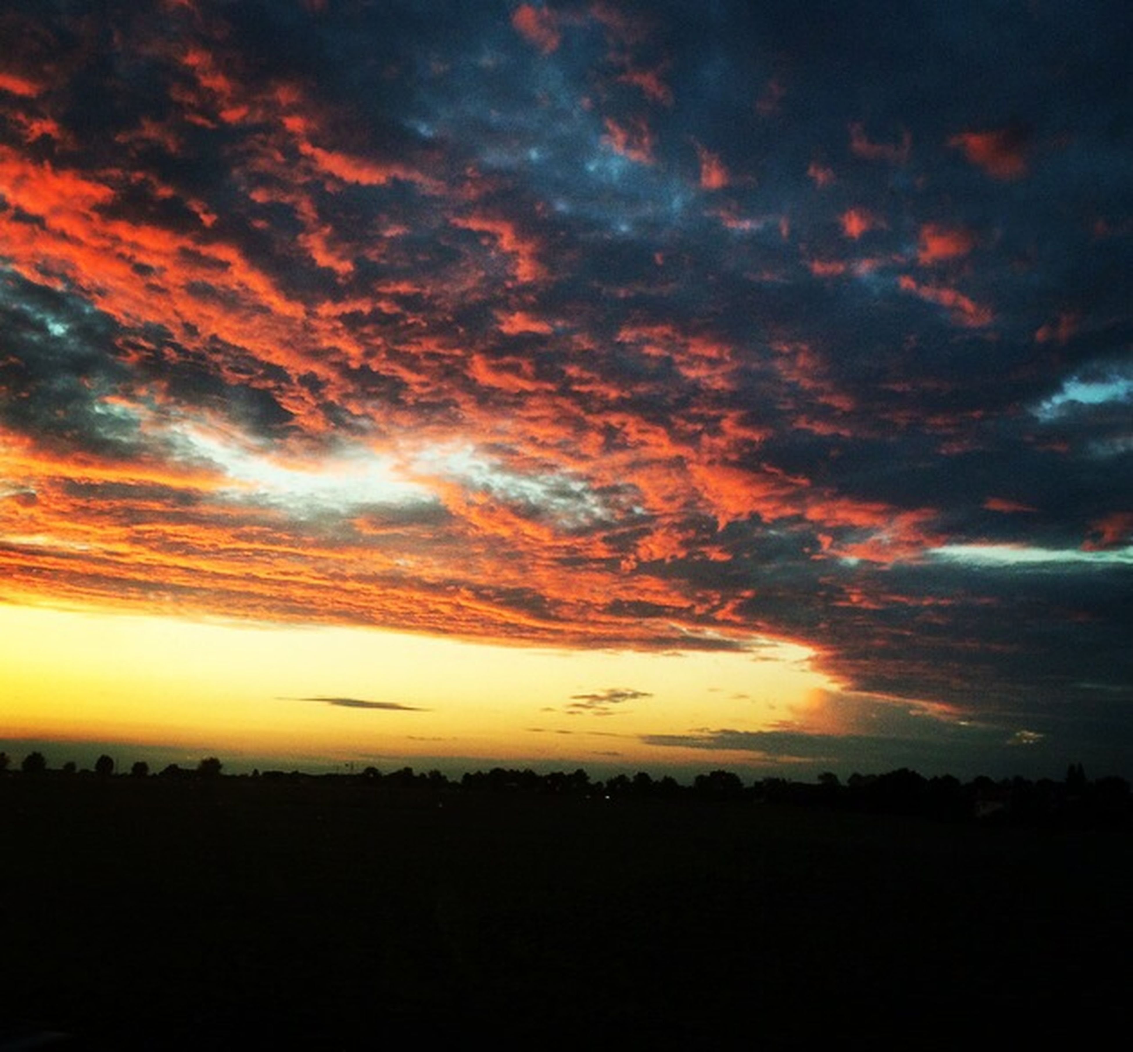 sunset, silhouette, sky, scenics, cloud - sky, beauty in nature, tranquil scene, tranquility, orange color, dramatic sky, cloudy, idyllic, nature, cloud, landscape, atmospheric mood, moody sky, dark, weather, majestic