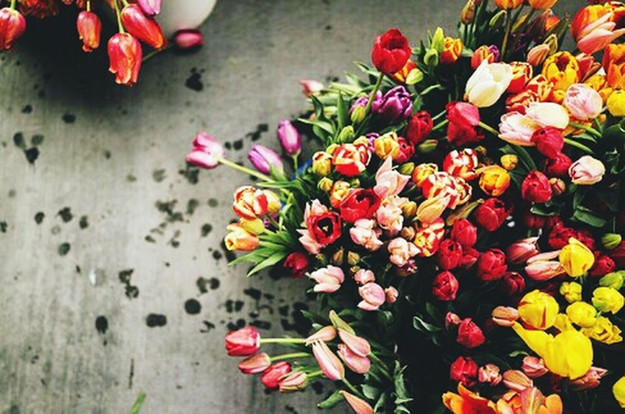 Market | Flowers 💐 Flower Fragility Flower Head Petal Beauty In Nature Blossom Freshness Red Nature Close-up Horizontal Outdoors No People Bouquet Day Rhododendron Tullip Tullips Street Life Street Photography Flowershop On The Street🌷💕 Flowershop Shop Flower Photography Low Light Photography