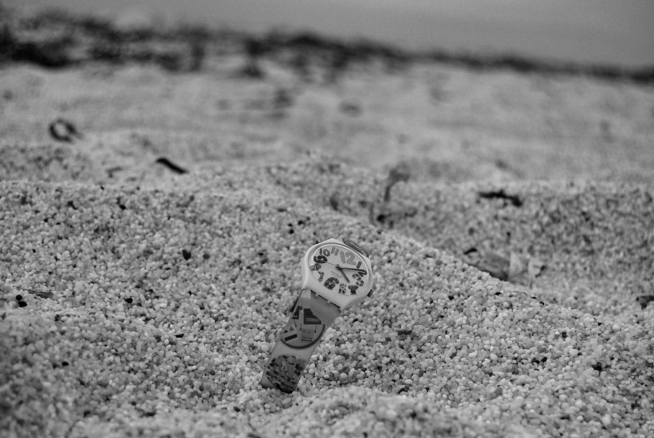 Sand Beach Day Nature No People Outdoors Watch What Time Is It? Stopping Time Summertime Stop The Time Live For The Story Isaruttas Quartz Sand The Time 16:10 The Great Outdoors - 2017 EyeEm Awards Shades Of Grey Place Of Heart Swatch
