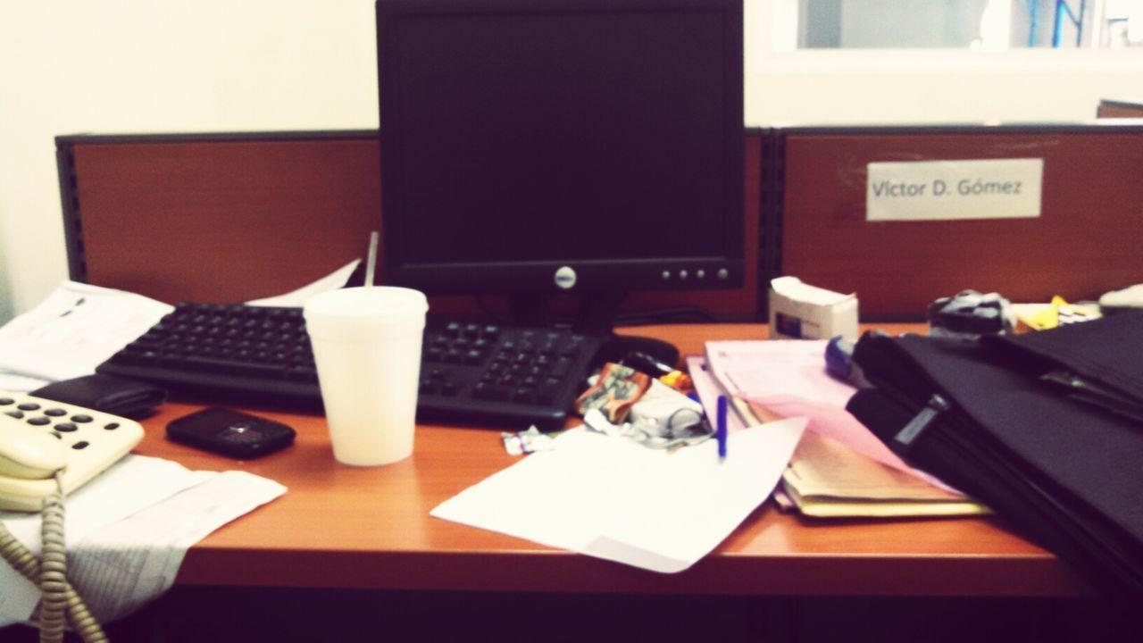 Ofice Desorganizado Table
