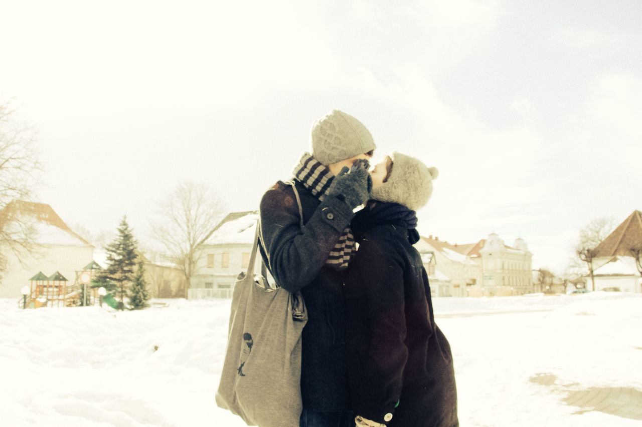 Beautiful stock photos of kuss, winter, cold temperature, snow, warm clothing