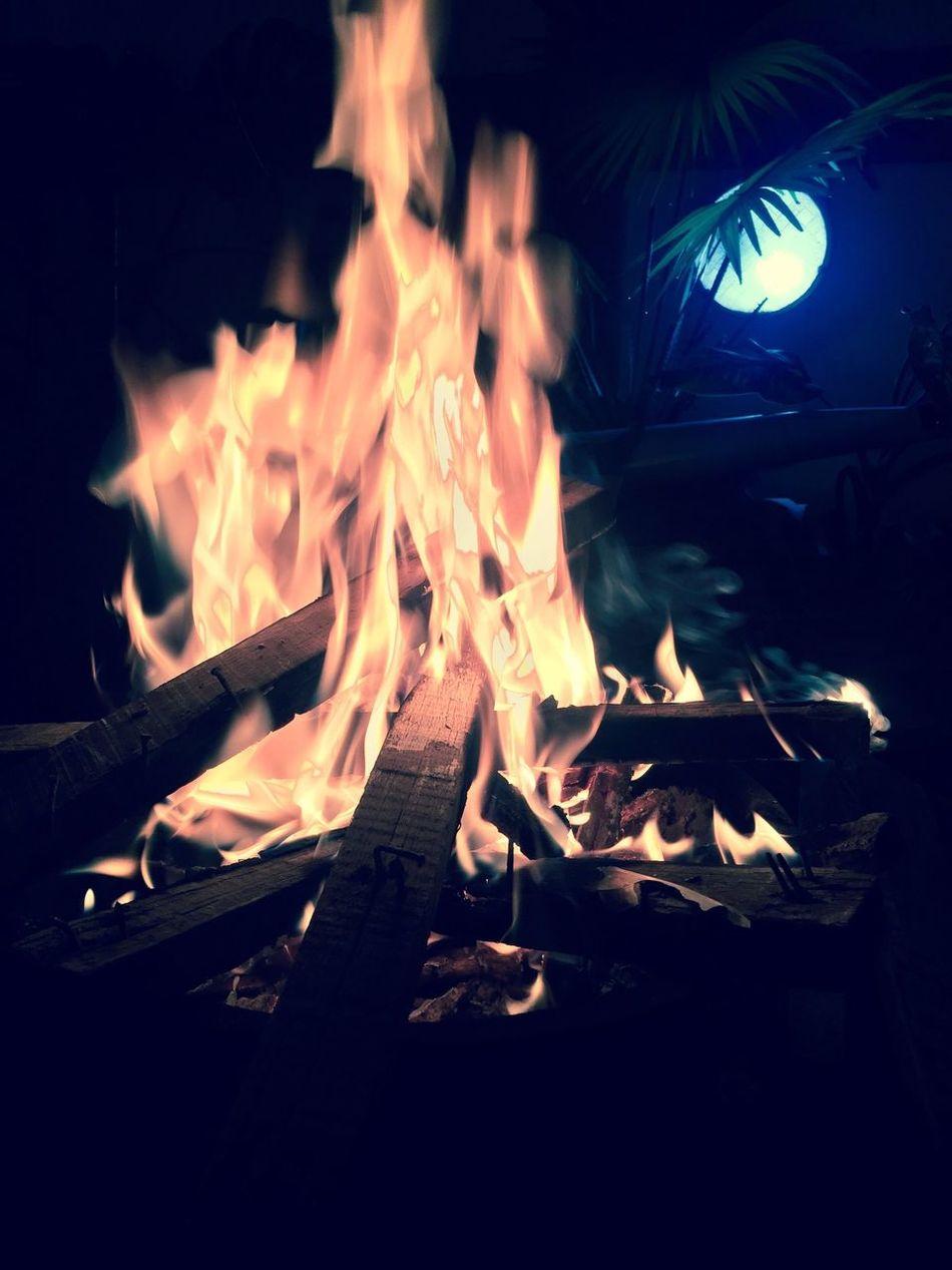 EyEmNewHere Night Bonfire Close-up