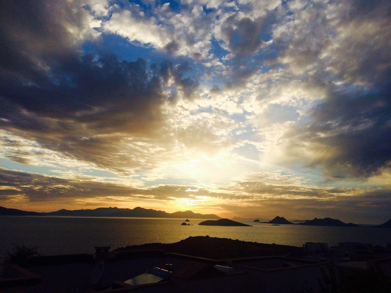 Earthday2016 Hello World Sunset #sun #clouds #skylovers #sky #nature #beautifulinnature #naturalbeauty #photography #landscape Bodrum Turkey