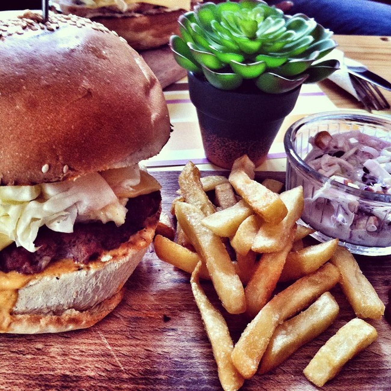 Food Burger Tunisia Tunis Rahj Chiken Instafood Igaddict Ilovetunisia InstaRahj Instagramtn IgersTunisia InstaBenna Topkapi Rahajna Tnshots Instagramertunisia Tnigers