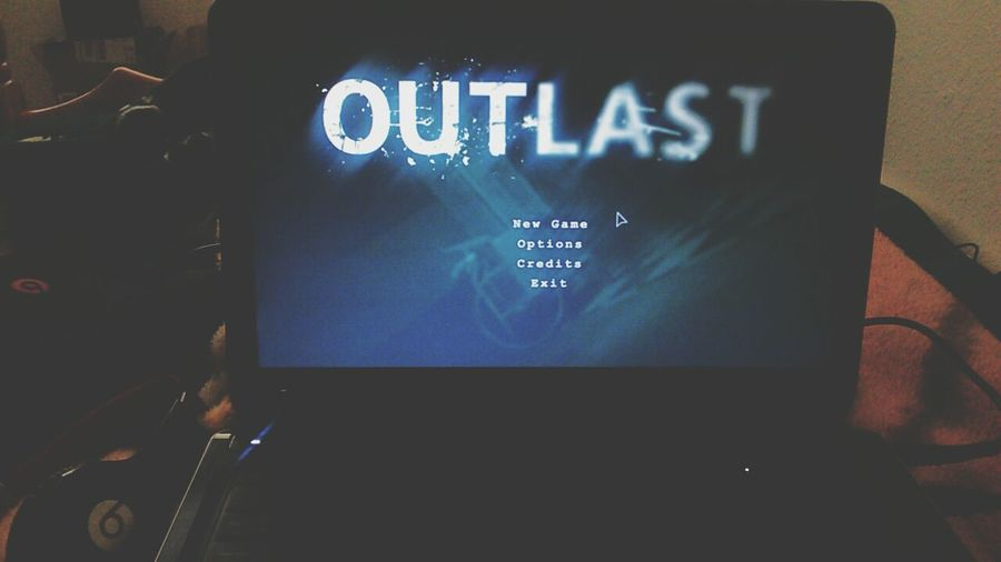 I can't believe I got this game & I'm gonna play it....... oh no /.\ Scary Outlast Bored Horror