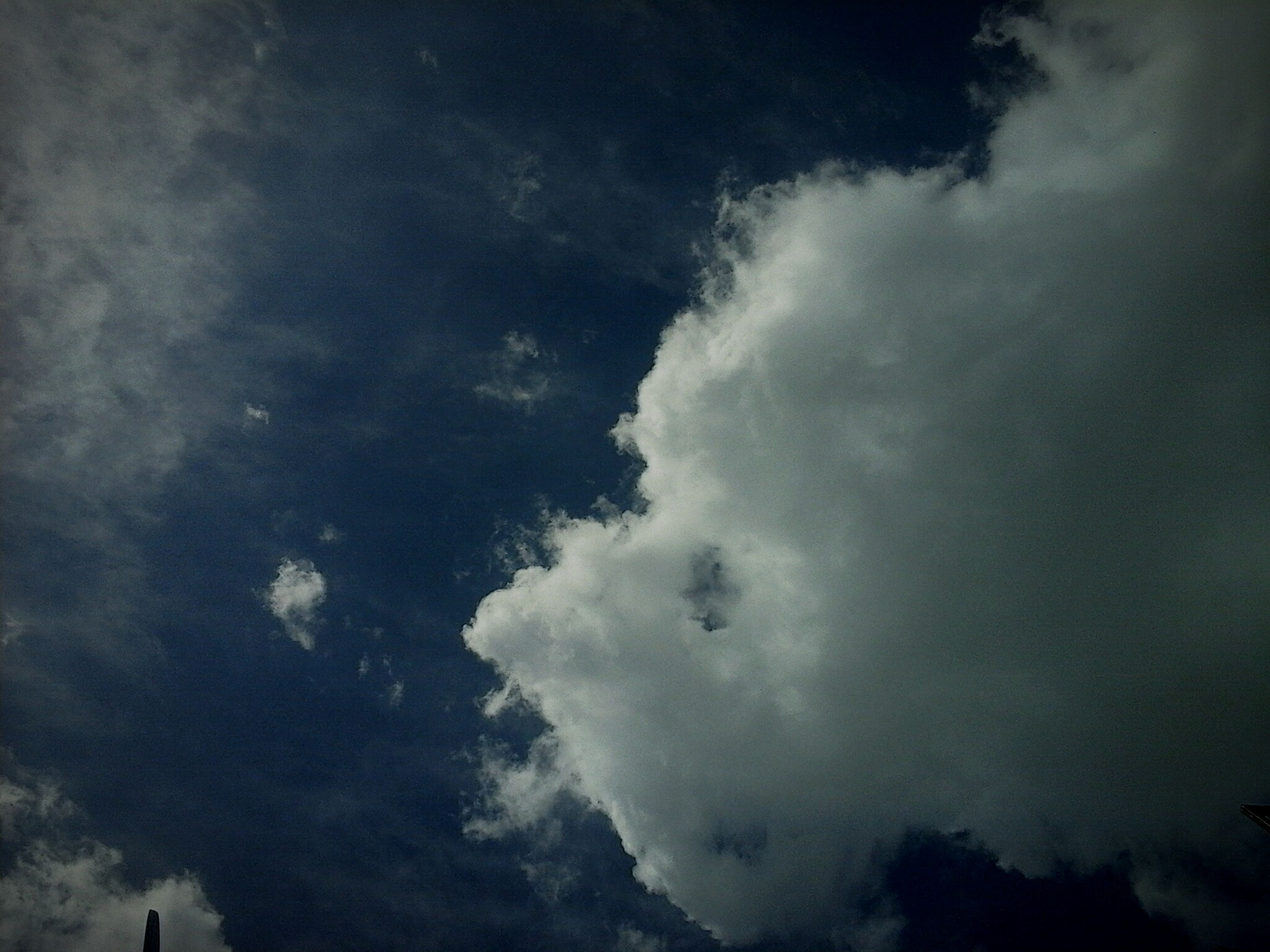 sky, cloud - sky, cloudy, low angle view, weather, beauty in nature, scenics, nature, tranquility, tranquil scene, cloudscape, overcast, cloud, storm cloud, dusk, idyllic, outdoors, silhouette, no people, day