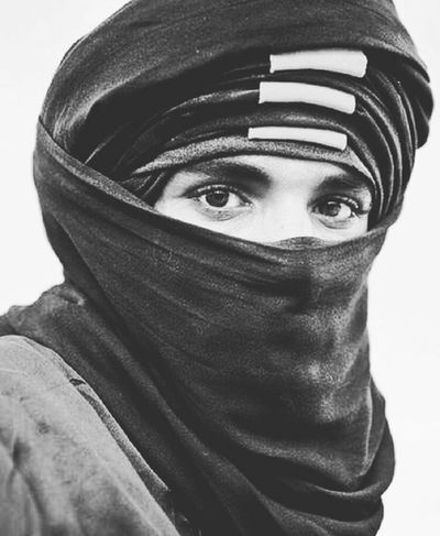 Nature Cultures White Arts Culture And Entertainment Yemen Black Arabian Black & White Black And White Dessert Arabic Style Oldpeople Arabic People Day Men Jazirah Eye Human Body Part White Background Middle East Arabs