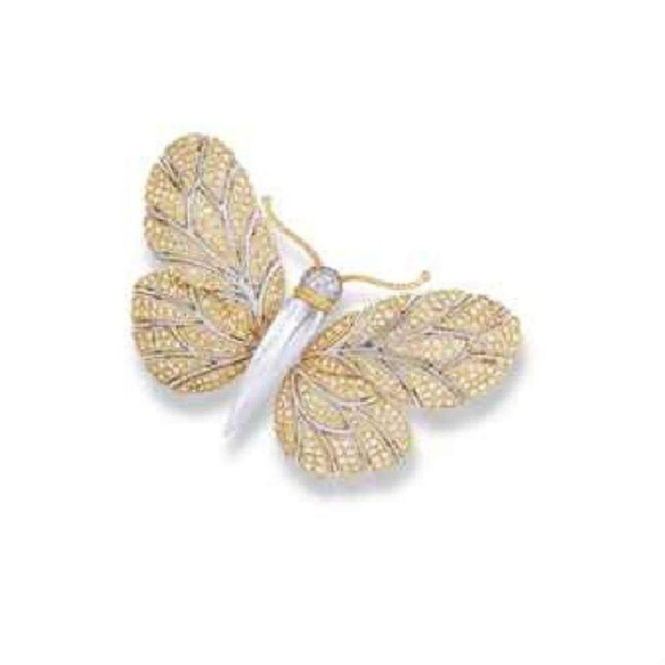 A MOTHER OF PEARL AND DIAMOND BROOCH, BY BUCCELLATI Jewellery Jewelry Instajewelery Instagram Instahappy Instagramania Igers Igfashion Fashioninsta Fashion Moda Aksesuaraskina Mücevher