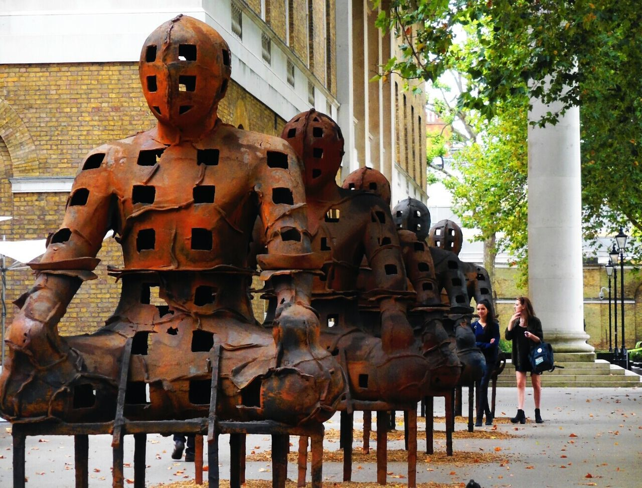 The Guardians by Xavier Mascaró outside the Saatchi Gallery, Kings Road, LONDON❤