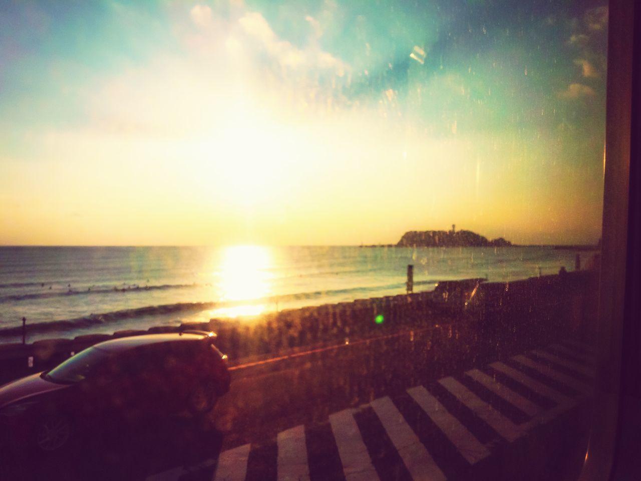 江ノ電車窓から・・・う~ん、窓汚いww Andrography Nostalgic  Enoshima 車窓 江ノ電 江の島 夕陽 Seascape Seaside 海 シーサイド