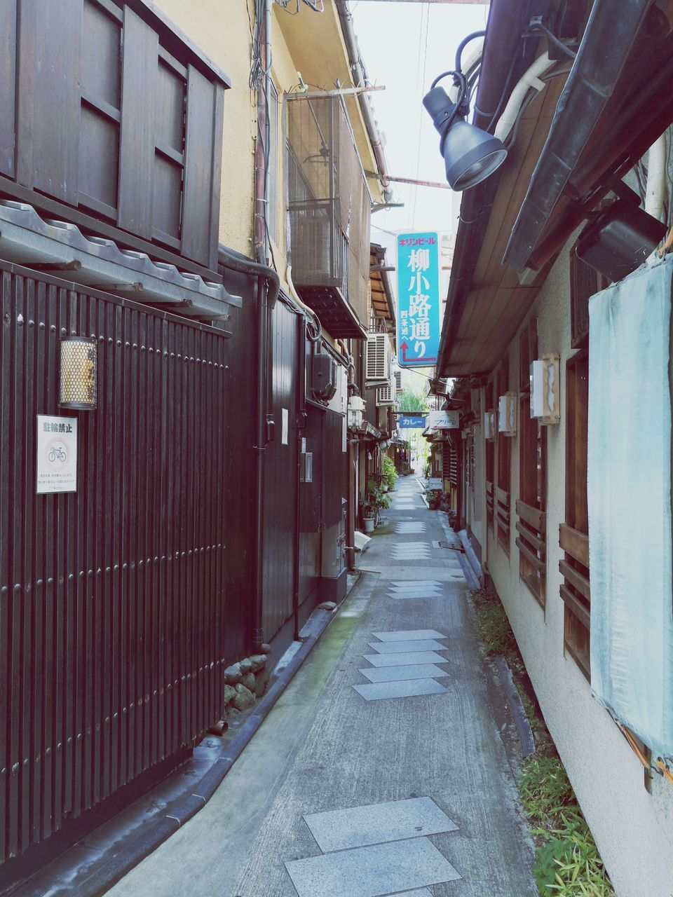architecture, built structure, building exterior, the way forward, alley, city, no people, day, outdoors