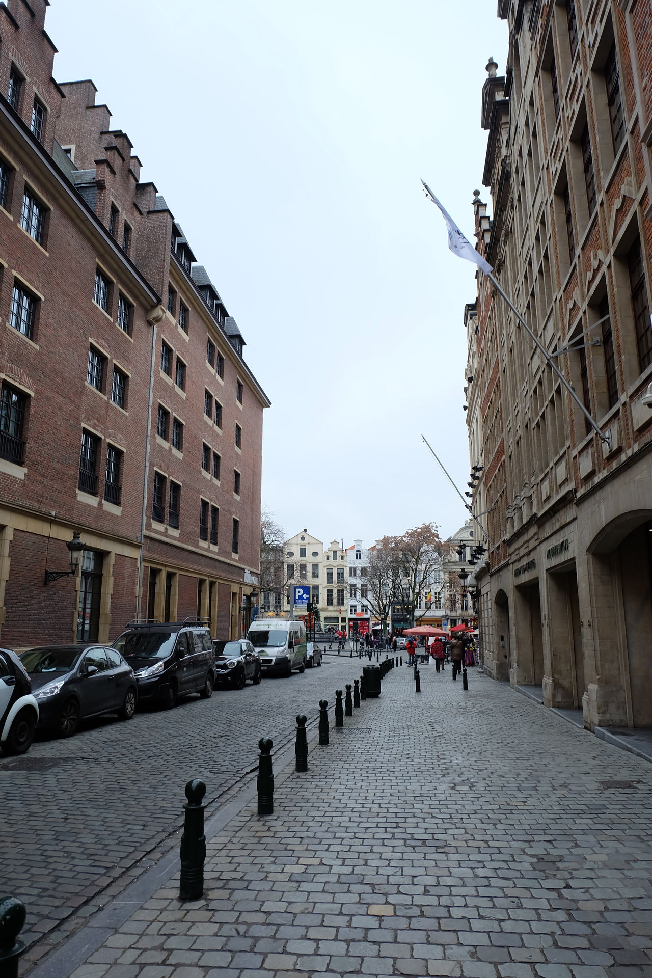 Brussels Alley Alley Alleyway Architecture Belgium Belgium. Belgique. Belgie. Belgien. Etc. Belgium♡ Brussel Brussel Street Brussels Brussels❤️ Building Exterior Built Structure City City Street Clear Sky Day Large Group Of People Old Town Outdoors People Sky Street Street Photography Streetphotography Travel Destinations