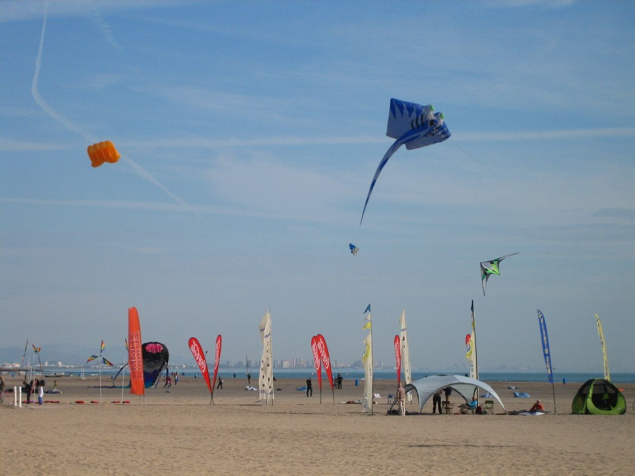 03/04/2016 Beach Cometa Cometas Kite Kites Kite Flying Flag Fly Flying Flying High Horizon Over Water International Kite Festival Multi Colored Mediterranean Sea Vacations Sea Water Showcase April Air Borne Kite In The Sky Kite In Flight Blue On Blue  Kite On The Beach Blue Kite