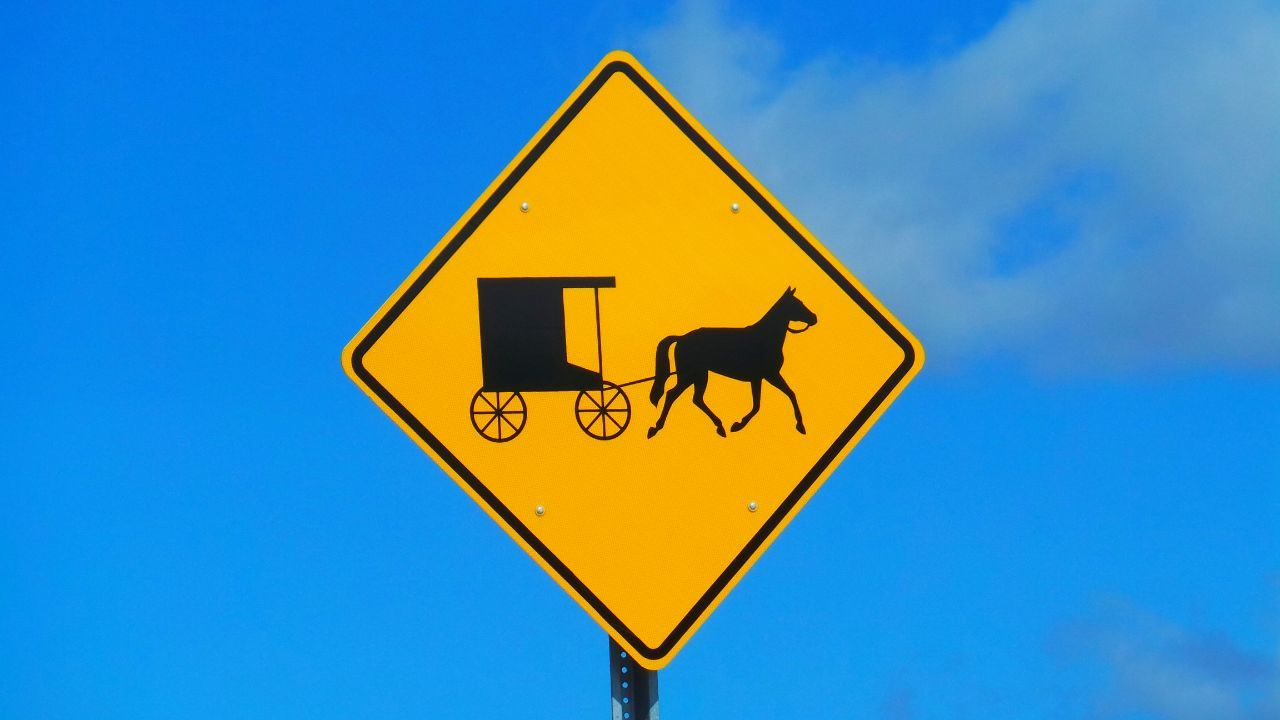 Signs_collection Sign Signs In The Sky Horse And Carriage Horse And Buggy Blue Sky Signs Of Eyeem Wolken Und Himmel Blauer Himmel SonnigerTag  Mennonite Amish Country Amishcountry Amish Road