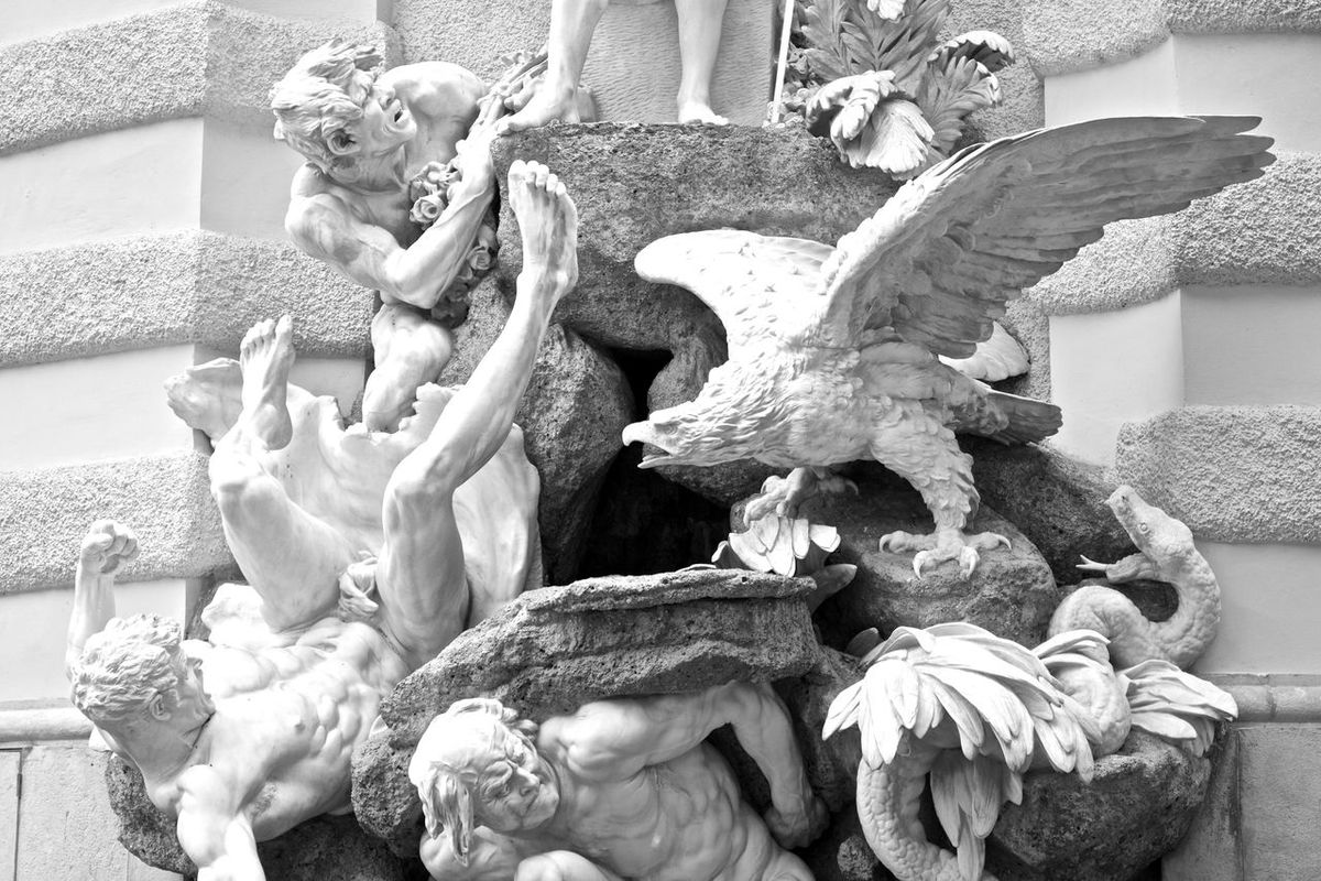 QUÄLEREI - Q Statue Art Black And White Great Performance Cityscapes Brunnen Fountain Shades Of Grey Canon EOS 700D EF 35mm f2