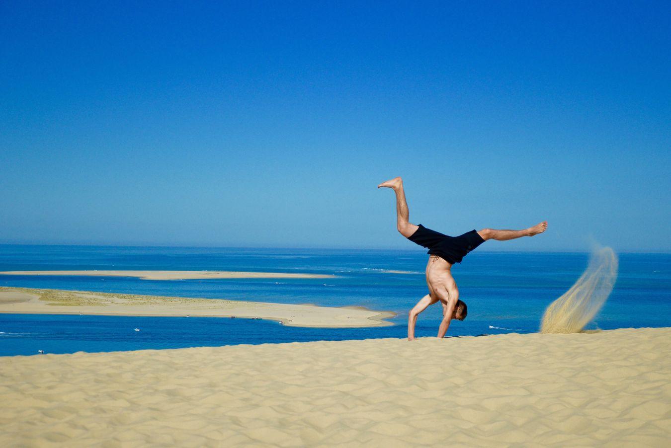 Instant détente à la dune du Pyla Eye Outdoors Acrobatics  Capoeira Nikon Street Streetphotography France Beach Dunedupyla Jump Nature