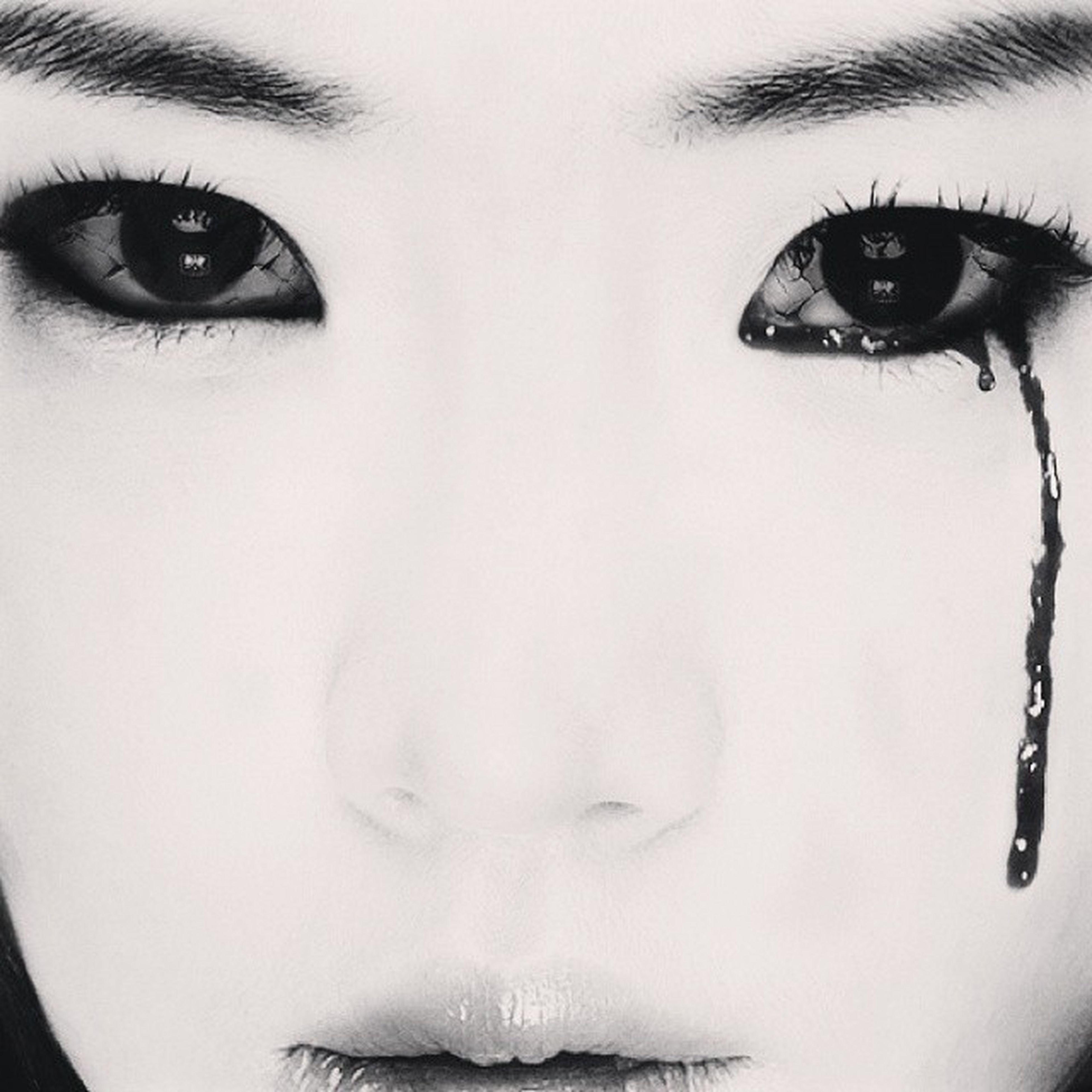 White TheCurseOfMelody KoreanFilm Eunjung ???