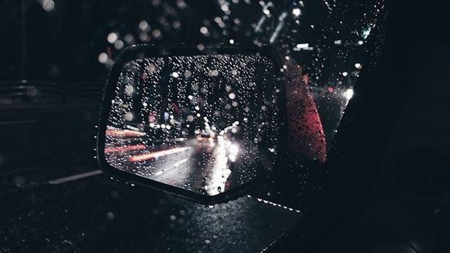 • • • Vscocam VSCO Vscoseoul Photography Seoul Korea Rain Macro Mirrors Lowsaturation 서울 비 Fresh On Eyeem  Cities At Night Bokeh Depth Of Field