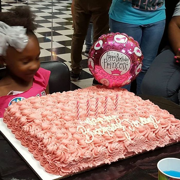 My daughter at her 5th birthday party last weekend. She wouldn't stay still tho lol Itz Daddysgirl Proudfather  Prouddad MyAngel