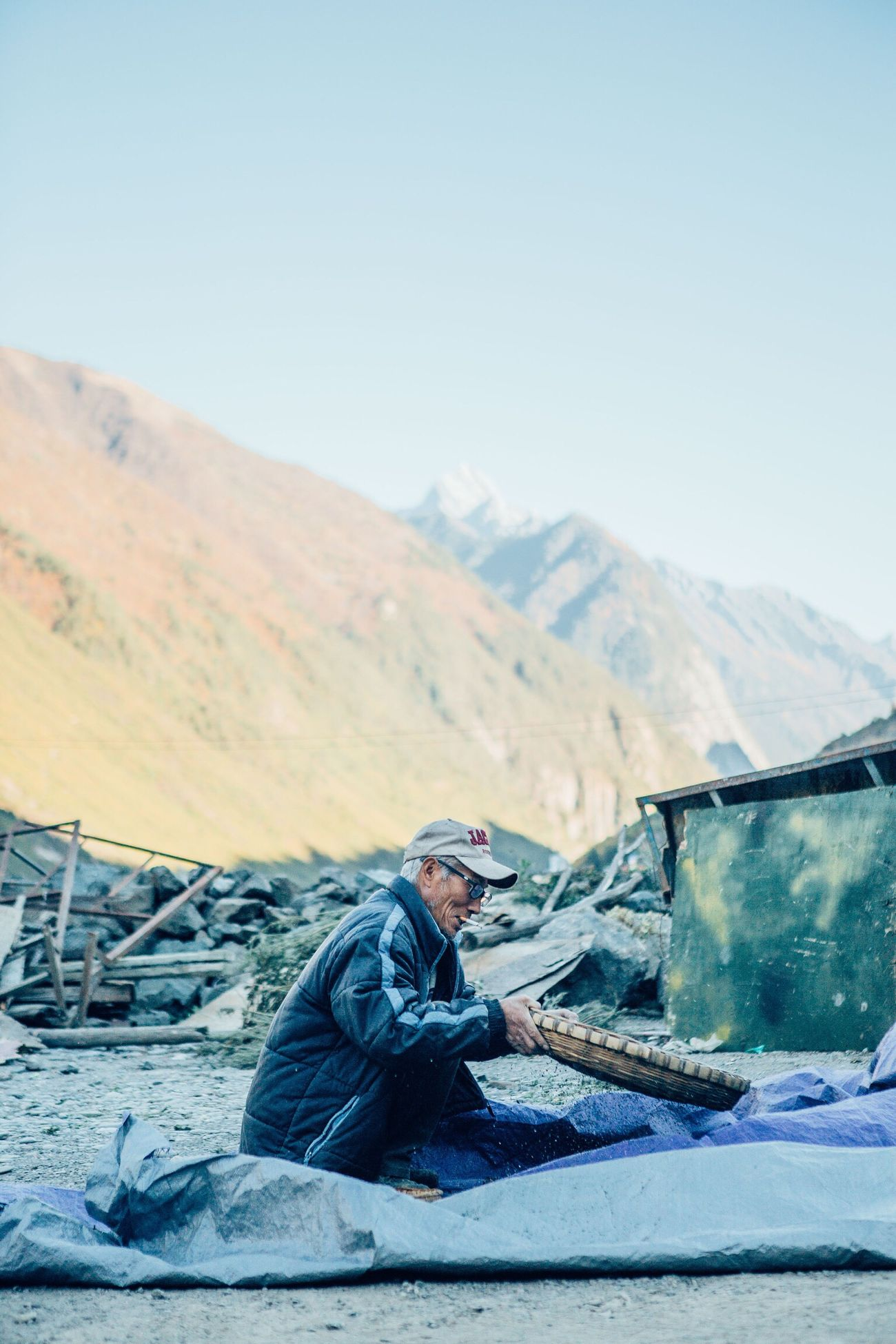 China Mountain Worker Work Tourism Outdoors Documentary Travel Vscocam Enjoyment Eye4photography  VSCO Travel Photography EyeEm Best Shots The Week Of Eyeem Journey Travel Destinations Colours Men Streetphotography Nature Check This Out Redstartravel