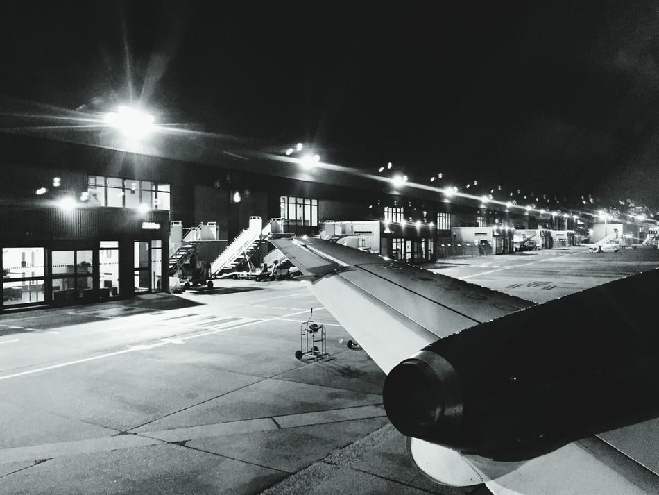 Lcy London City Airport Planes Blackandwhite Black And White My Commute London Lifestyle Welcome To Black