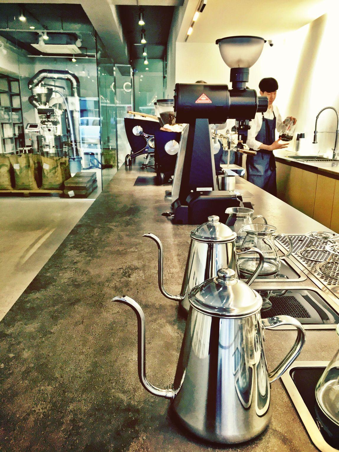 Devastate, the team at work Seoul, Korea Coffee Shop Having A Break Espresso Coffee Gangnam Seoul_korea Seoul Amazing Design Coffee Roasters Modern Architecture