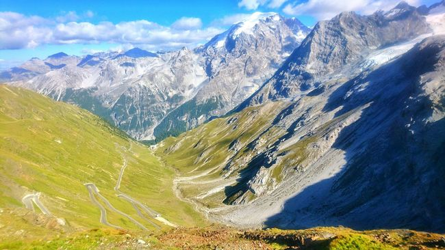 Mountain Landscape Beauty In Nature Non-urban Scene Mountain Range Nature Majestic Outdoors Physical Geography Geology Dramatic Landscape Valley Sky Travel Destinations Enjoying Life Streetphotography Roadtrip Road Trip Sunnysunday Taking Photos Sky And Clouds Stilfserjoch